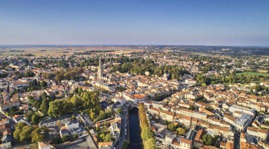 Vue aérienne de Fontenay le Comte en Vendée